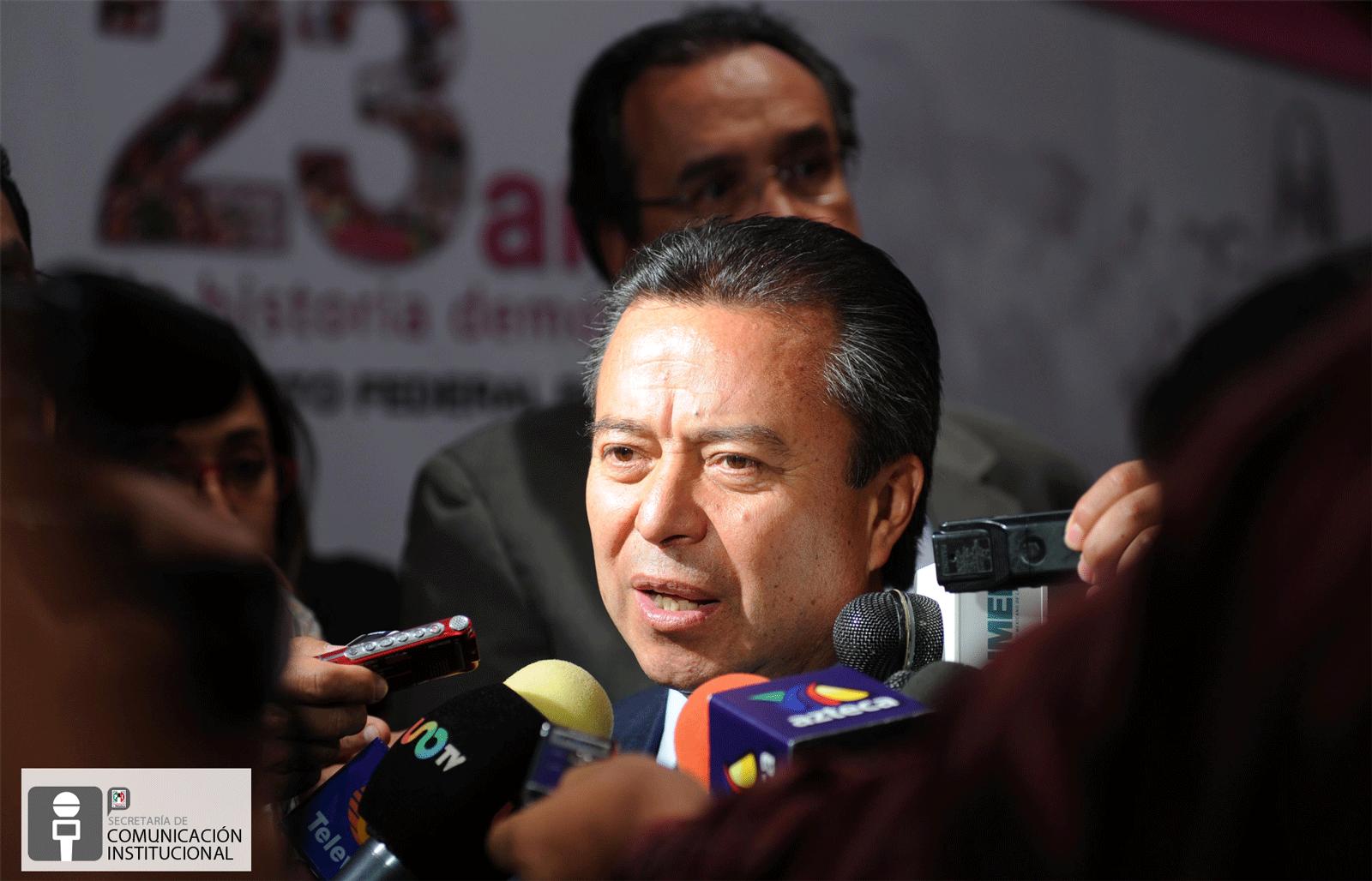 """VERSIÓN ESTENOGRÁFICA DE LA ENTREVISTA QUE CONCEDIÓ EL DOCTOR CÉSAR CAMACHO, PRESIDENTE DEL COMITÉ EJECUTIVO NACIONAL DEL PARTIDO REVOLUCIONARIO INSTITUCIONAL, POSTERIOR A SU PARTICIPACIÓN EN EL CICLO DE CONFERENCIAS """"EL IFE Y EL SISTEMA DE PARTIDOS POLÍTICOS EN MÉXICO"""", LLEVADO A CABO EN LAS INSTALACIONES DEL INSTITUTO FEDERAL ELECTORAL"""