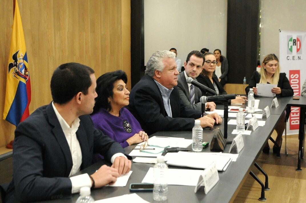 Los jóvenes del ICADEP consolidan la democracia para tener un mejor país: Paul Ospital