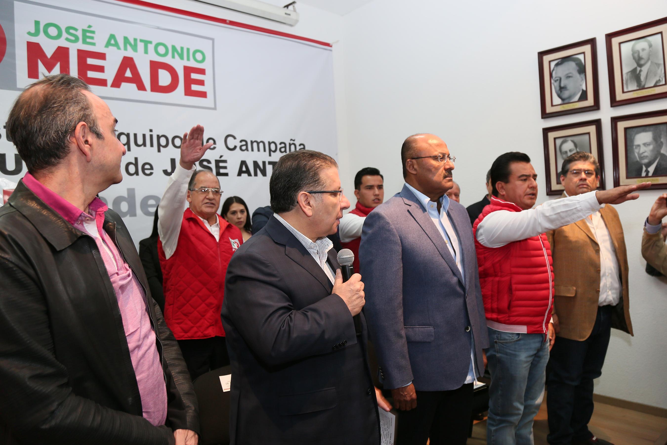 RINDE PROTESTA EQUIPO DE CAMPAÑA  DE JOSÉ ANTONIO MEADE EN PUEBLA