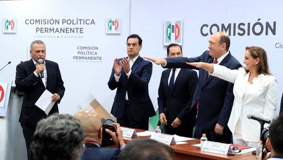 """AMLO """"INICIA"""" CON EL PIE IZQUIERDO"""