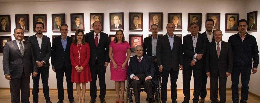 ENCABEZA CLAUDIA RUIZ MASSIEU REUNIÓN DE TRABAJO CON DIRIGENTES DE SECTORES Y ORGANIZACIONES DEL PRI