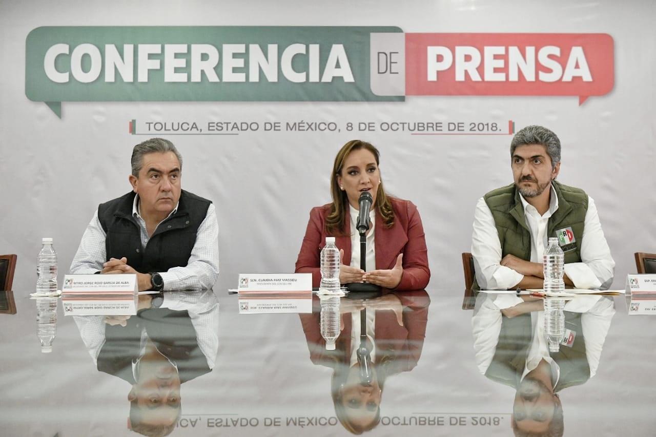 """CONFERENCIA DE PRENSA QUE ENCABEZÓ LA MAESTRA CLAUDIA RUIZ MASSIEU, PRESIDENTA DEL CEN DEL PRI, EN EL SALÓN """"PRESIDENTES"""" DEL COMITÉ DIRECTIVO ESTATAL PRIISTA DEL ESTADO DE MÉXICO"""