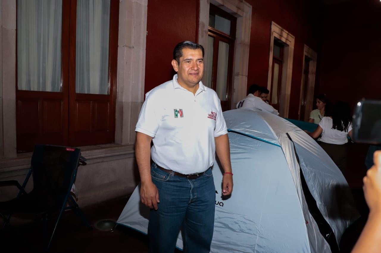 PARA EXIGIR ABASTO DE AGUA REGULAR Y BARATA, EL CANDIDATO DEL PRI EN AGUASCALIENTES INICIA HUELGA DE HAMBRE.