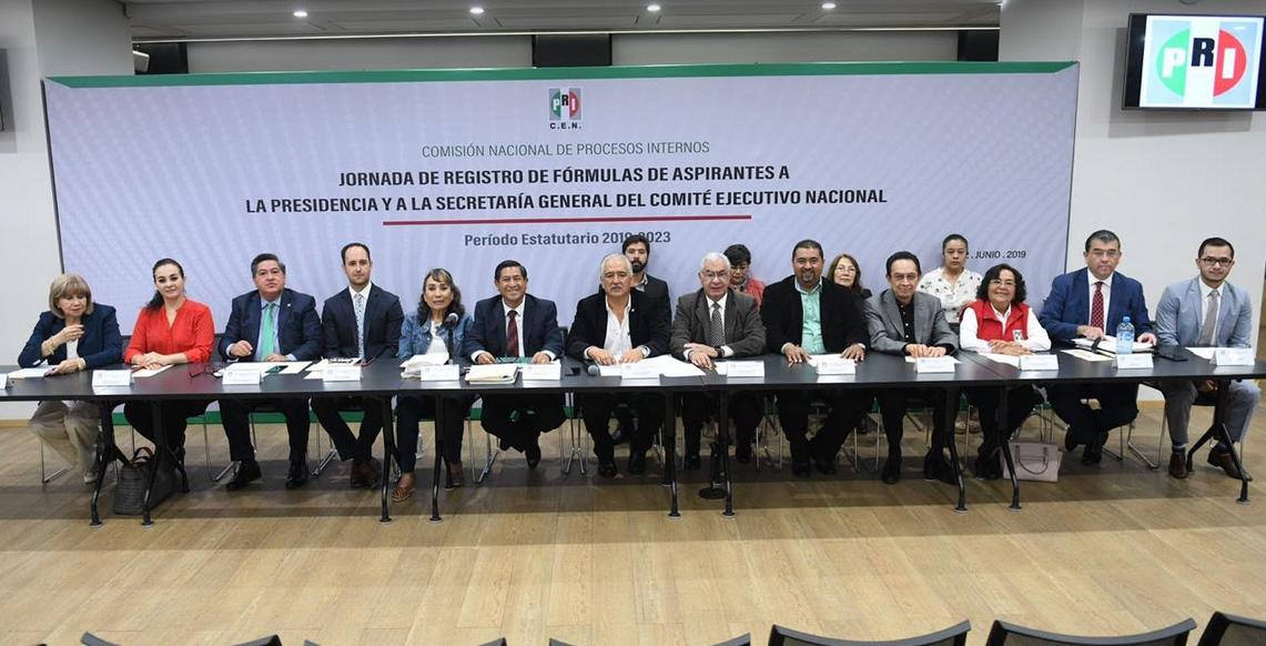 RECIBE PRI SOLICITUDES DE REGISTRO DE ASPIRANTES A LA DIRIGENCIA NACIONAL.