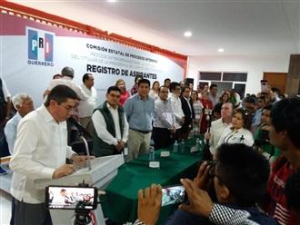 Se registra ante el CEPI Esteban Albarrán Mendoza como  Candidato único y es electo presidente del PRI Guerrero
