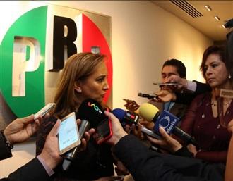 "ENTREVISTA A CLAUDIA RUIZ MASSIEU, POSTERIOR A LA REINAUGURACIÓN DEL SALÓN ""JOSÉ FRANCISCO RUIZ MASSIEU"""