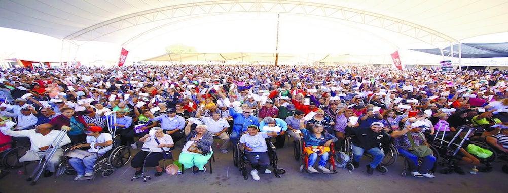Entrega Manolo Jiménez 3 mil apoyos a adultos mayores  y personas con discapacidad de Saltillo