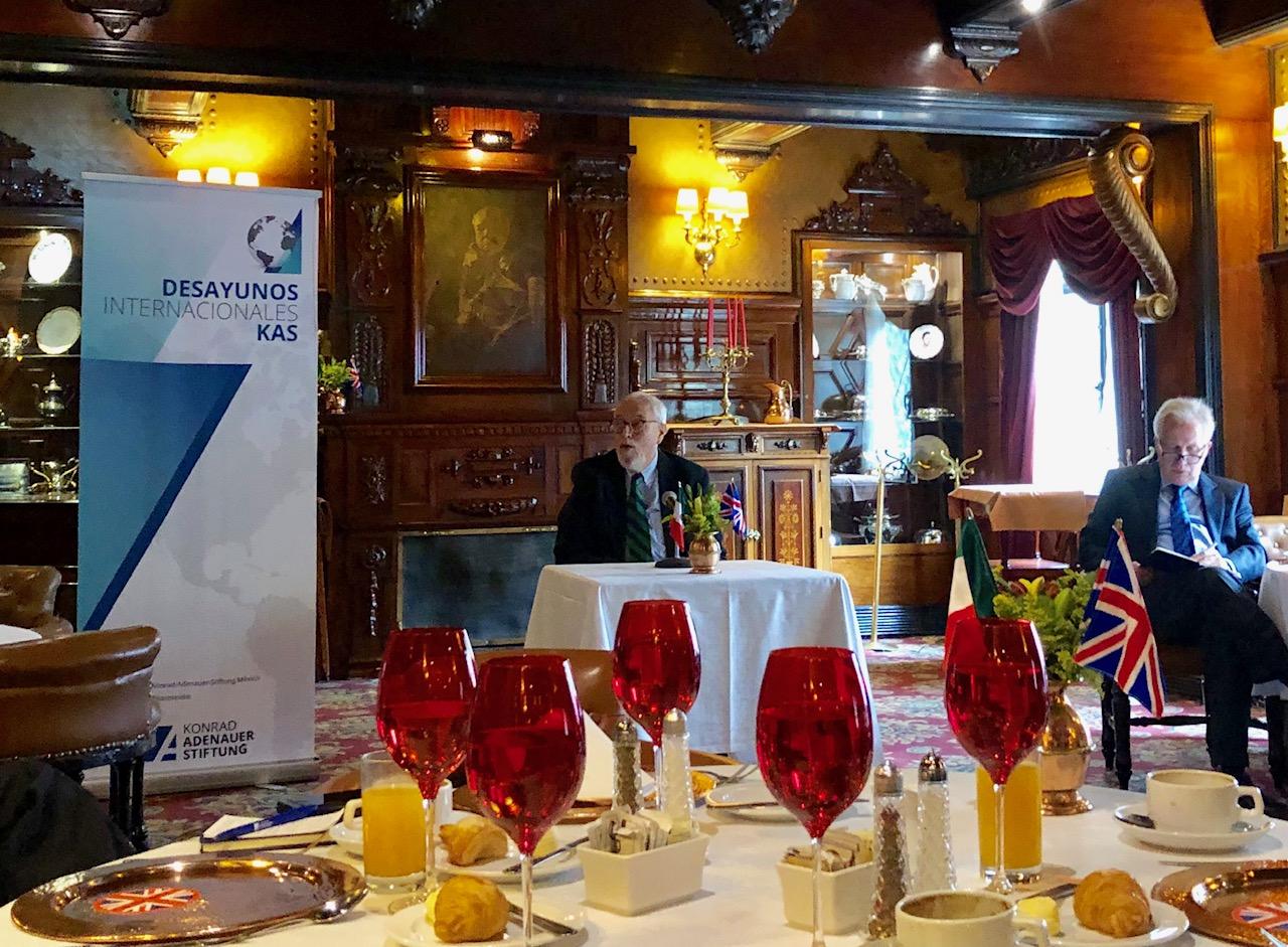 Desayuno de la Fundación alemana Konrad Adenauer