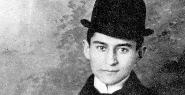 El escritor Franz Kafka, pidió quemar todos sus escritos cuando el muriera?
