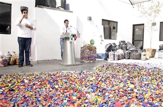 DONA PRI 300 KILOS DE TAPAS DE PLÁSTICO RECICLABLE