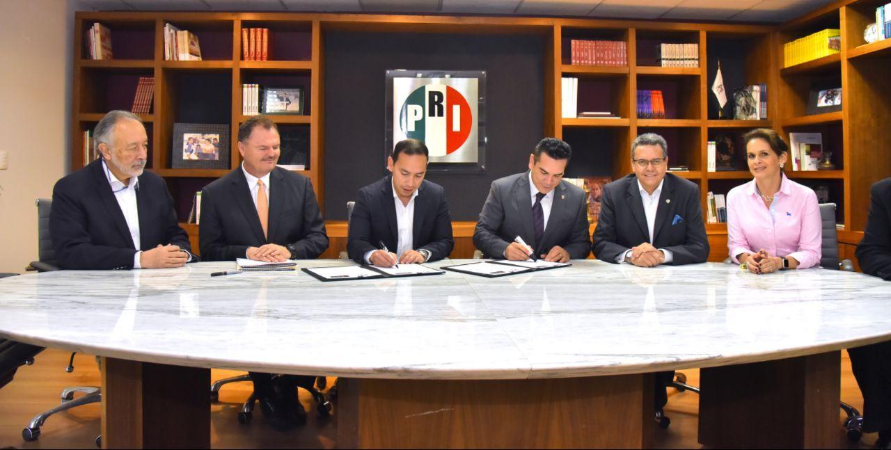 Firma de convenio de colaboración del PRI con el Partido Liberal Colombiano para refrendar lazos de amistad