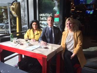 Comida de trabajo con funcionarios de la Embajada de España