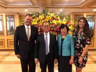 Despedida al Embajador de China