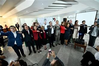 ENTREVISTA OFRECIDA POR LA MAESTRA CLAUDIA RUIZ MASSIEU, EN LA SEDE DEL REVOLUCIONARIO INSTITUCIONAL